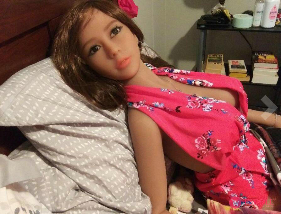 guests-share-photos-of-doll-life-to-esdoll-8