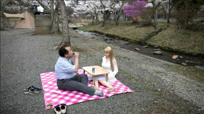 how-japanese-men-fall-in-love-with-sex-dolls-7