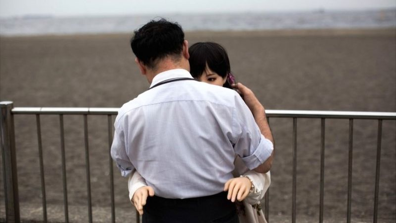 how-japanese-men-fall-in-love-with-sex-dolls-8
